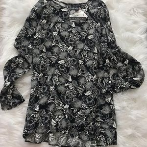 Grace blouse long style size medium new with tags